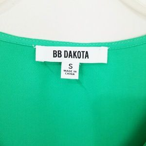 BB Dakota Tops - BB DAKOTA GREEN RUFFLE FLUTE SLEEVE BLOUSE SZ S